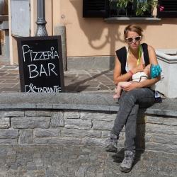 Katinka mit Finja auf Eisdielensuche